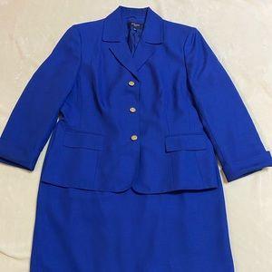 Jones Wear 2-Piece Dress Suit